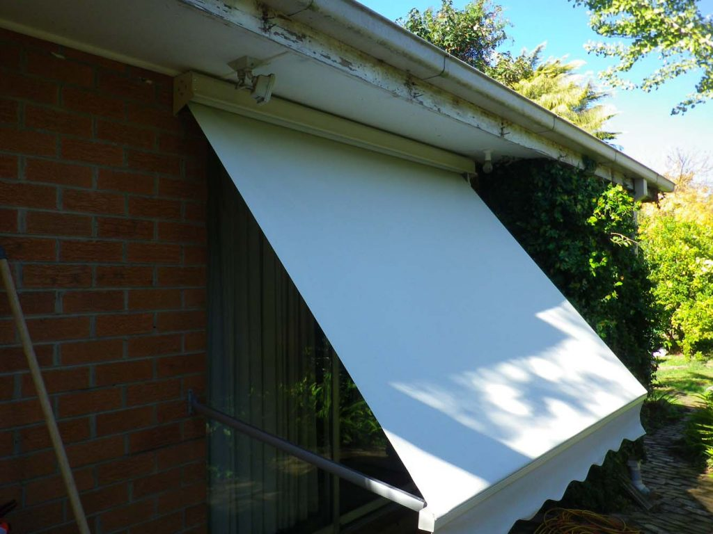 DROP-ARM-AWNING-7