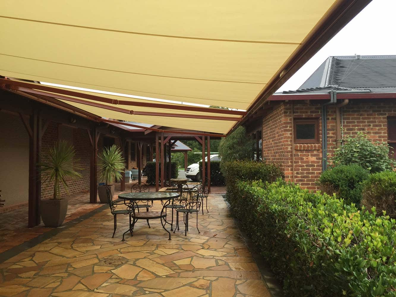 RETRACTABLE AWNING (11)