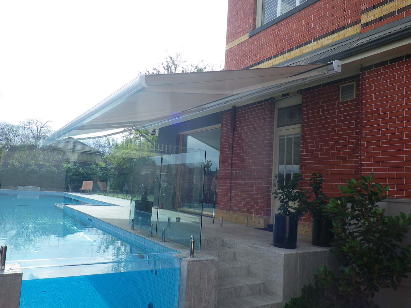 RETRACTABLE AWNING (14)
