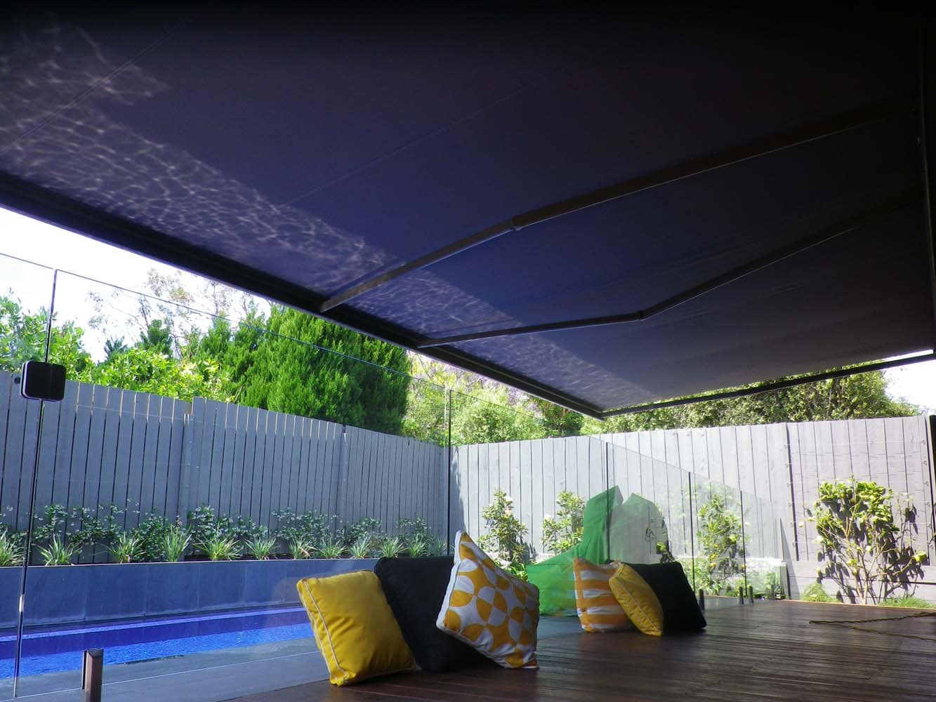 RETRACTABLE AWNING (2)