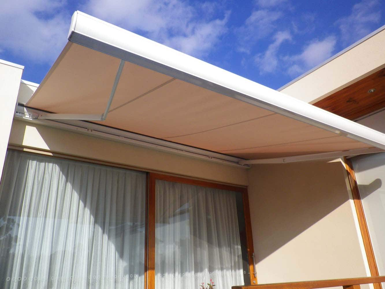 RETRACTABLE AWNING (6)