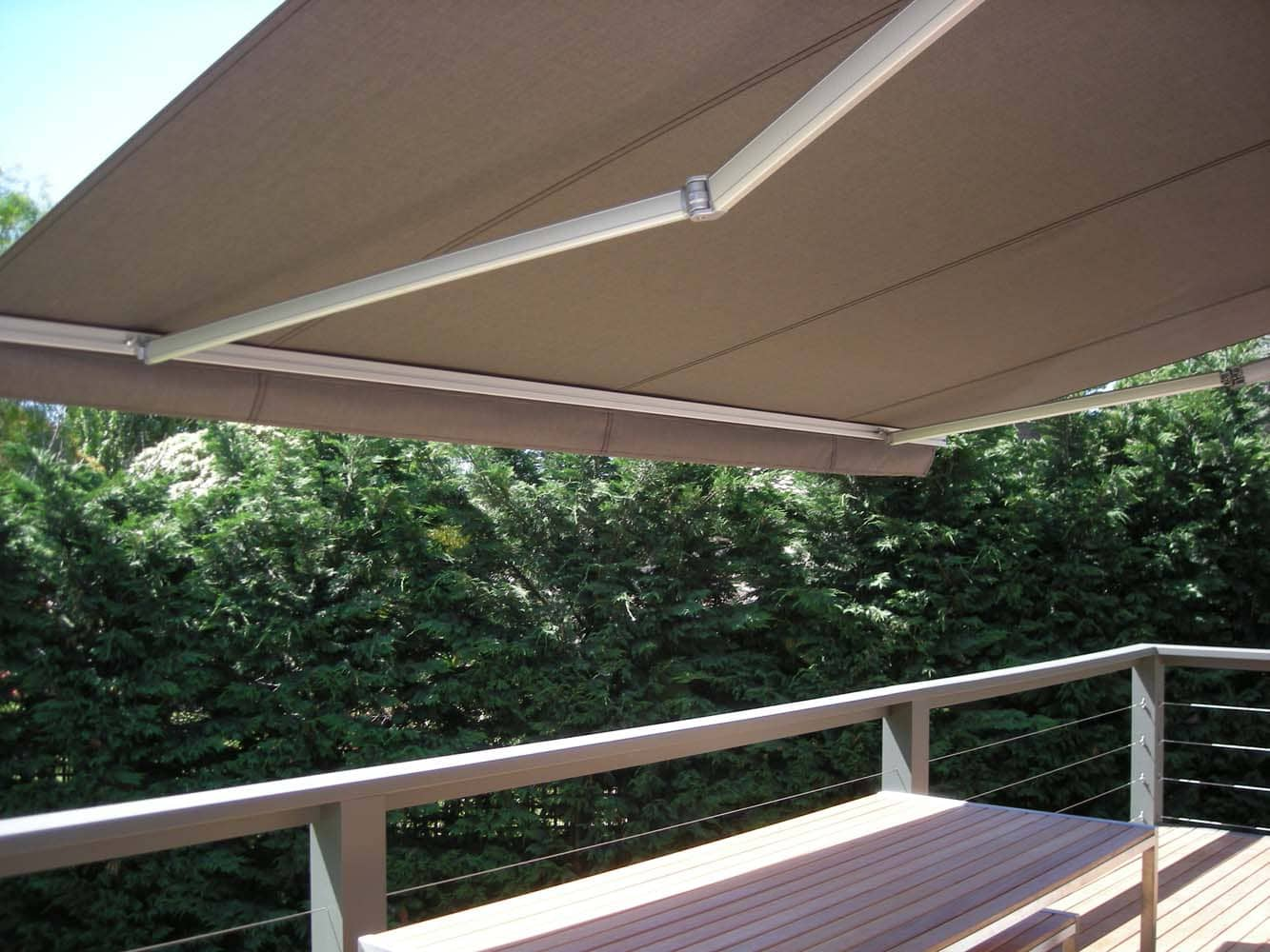 RETRACTABLE AWNING (7)