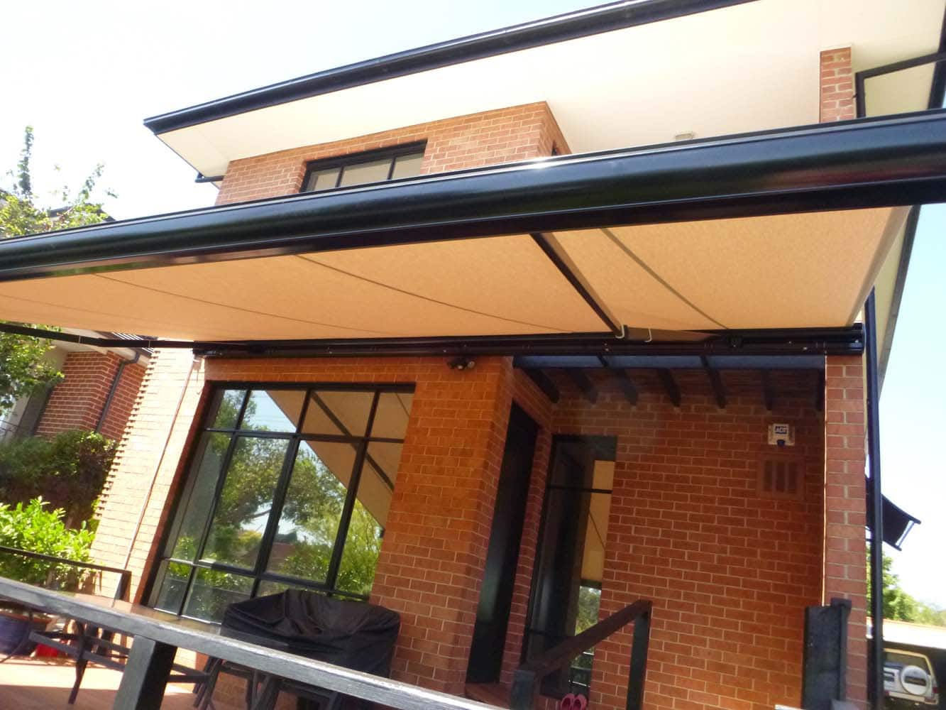 RETRACTABLE AWNING (8)