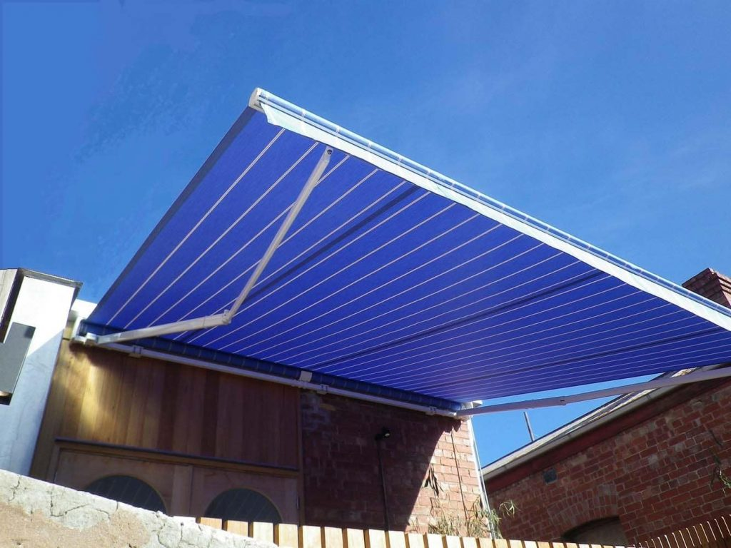 RETRACTABLE-AWNING-9