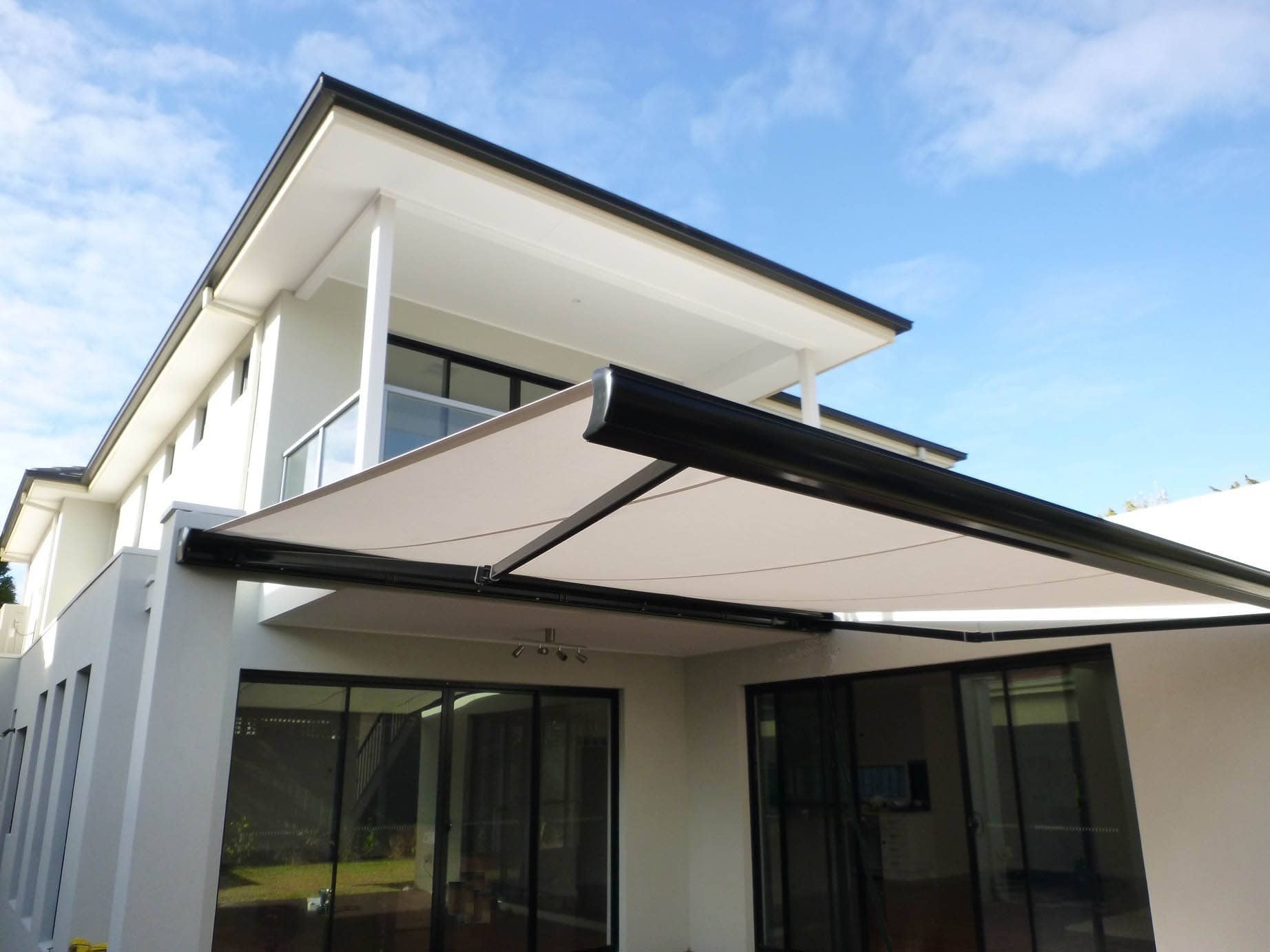 RETRACTABLE AWNING (5)